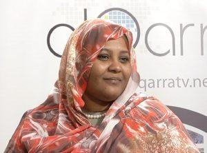 """مريم الصادق لـ""""التحرير"""": هكذا منعوني من السفر وجهاز الأمن مسيطر على الرئيس"""