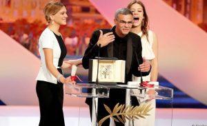 مخرج يبيع «سعفته الذهبية» لتمويل فيلمه الجديد