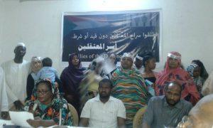 أسر معتقلين: مستمرون في حملاتنا ولا تنازل مقابل الإفراج عن المعتقلين