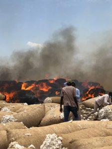 حريق في محالج الحوري بالقضارف يقضي على آلاف الجوالات من القطن