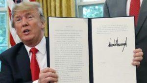 الرئيس الأميركي يوقع على قانون بعدم فصل الأطفال المهاجرين عن ذويهم