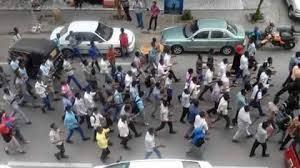 مئات المواطنين يتظاهرون بمدينة بورتسودان بسبب تفاقم أزمتي المياه والكهرباء