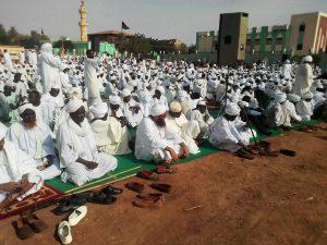 الصادق المهدي في خطبة العيد: ندعو إلى ميثاق بين السنة والشيعة ونمد غصن زيتون إلى النظام