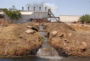 انتشار أمراض الطفح الجلدي والحساسية والحميات بالباقير بسبب مخلفات المصانع