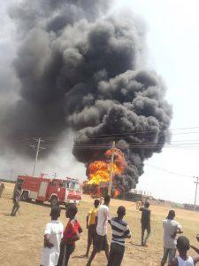 النيران تأني على ناقلة نفط في جنتوب بشرق مدني