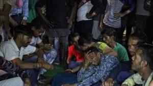 قطار يدهس حشداً في الهند ويقتل 50 شخصاً ويصيب 200