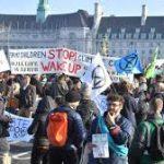 """""""يوم التمرّد"""" تظاهرة بريطانية ضد الانقراض أغلقت جسور لندن"""