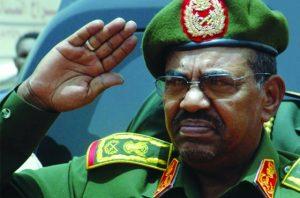 البشير  في أكاديمية نميري العسكرية: بلادنا تمر بحالة عارضة سنتجاوزها قريباً بالتدابير المحكمة والحلول الناجعة