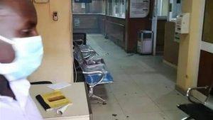 كانوا ينون إنجاز معاملات بنكية .. الأمن يطلق الغاز المسيل للدموع على المواطنين داخل بنك فيصل