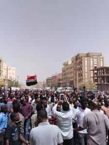 """رددوا """"بلدنا مليانة عطالة"""":  الآلاف يتظاهرون في أحياء الخرطوم وبحري وأمدرمان"""