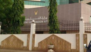 الخارجية تؤكد سلامة السودانيين باسمرا وجهودات لإجلاء الراغبين بالمغادرة