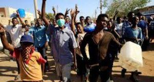 محكمة الخرطوم شرق تبرئ (10) من المتظاهرين وتأمر بإطلاق سراحهم