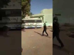 فيديو للأمن وهو يتحدى أهل بري.. فيصل محمد صالح: سقطتم جميعاً.. سلوك يليق بالعصابات