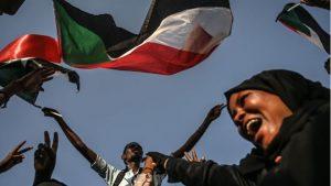 تواصل المظاهرات والمواكب الليلية المطالبة بحكومة مدنية