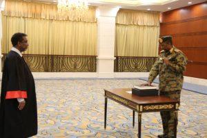 البرهان يؤدي القسم رئيساً لمجلس السيادة
