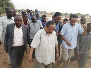 أكد دعمه المتضررين.. حمدوك يتفقد مناطق متضررة بالسيول والفيضانات