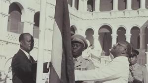 وفاة صاحب صورة رفع علم استقلال السودان