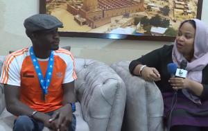 بالفيديو استقبال بطل السودان المتوج بالذهب و وزيرة الشباب و الرياضة تجري معه الحوار