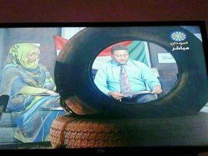 لساتك وحجارة ديكور في التلفزيون القومي.. انقسام الجمهور بين معجب ومنتقد