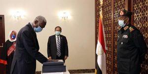 ياسين إبراهيم يؤدي القسم وزيراً للدفاع