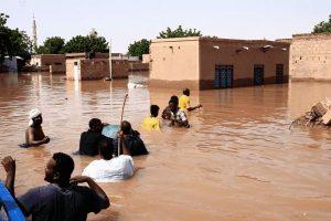 (100) الف جنيه من العاملين ببنك السودان فرع بورتسودان  لدرء آثار الفيضانات بطوكر