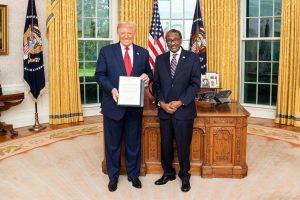ترامب يعلن عن تطلعه لازدهار العلاقات مع السودان. مرحبا بالسفير ساتي