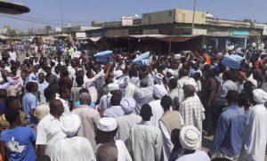 """الشرطة: وفاة مواطن وإصابة آخر في مسيرات """"أكتوبر"""" ومحاولات للشغب واختراق سوق سعد قشرة"""