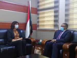 وزير الخارجية يقدم تنويرا لسفيرة هولندا بالخرطوم