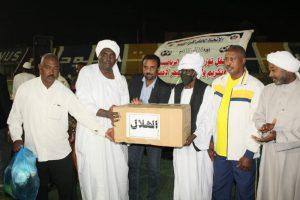 اتحاد كرة القدم ببورتسودان يوزع المعدات للاندية ويكرم الوالي