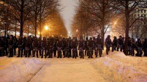 مظاهرات في عشرات المدن الروسية تطالب برحيل بوتين