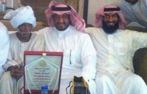 زاروه في السودان في موقف وفاء وعرفان أصيّل أسرة سعودية تكرم معلم سوداني درس أبنائهم قبل 30 عاماً