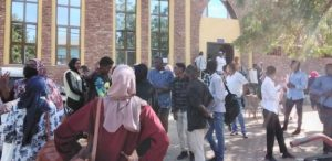 تصعيد في قضية القبول للجامعات والطلاب يغلقون شارع الجمهورية