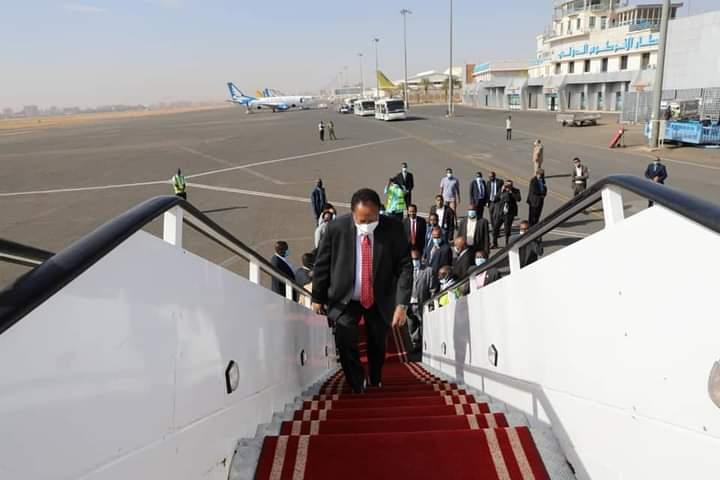 د. حمدوك يغادر إلى فرنسا لحضور مؤتمر باريس