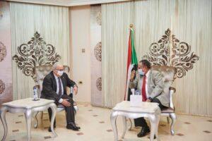 حمدوك يبحث مع وزير الخارجية الجزائري الأوضاع بالمنطقة والتكامل الزراعي